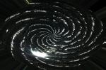 spirale di luce su sfondo nero immagine astratta in bianco e nero dai forti contrasti