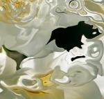 chiaroscuri: forme bianche come veli fluttuanti con colpi di luce su sfondo nero