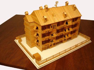 modello di casa fatta con stuzzicadenti di marco pini