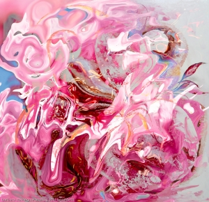 immagine con forma astratta di fiore dal colore rosa con sfumature e toni dominanti in colore rosa
