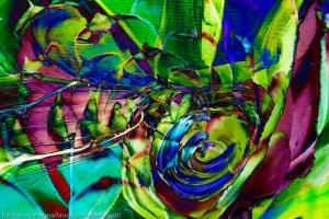 composizione con turbinio verde e fucsia di forme astratte