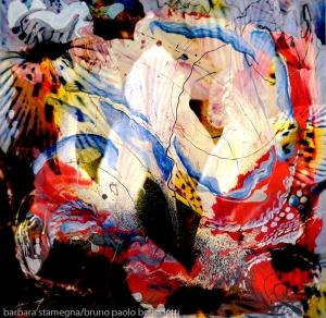 immagine dinamica di arte astratta con forme centrali bianche luminose e linee ricurve dai forti contrasti